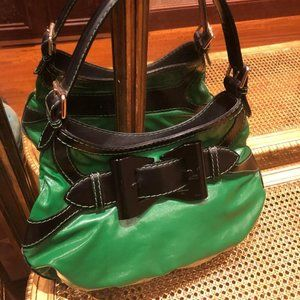 Gucci Queen One Shoulder Green Buckle Leather Bag